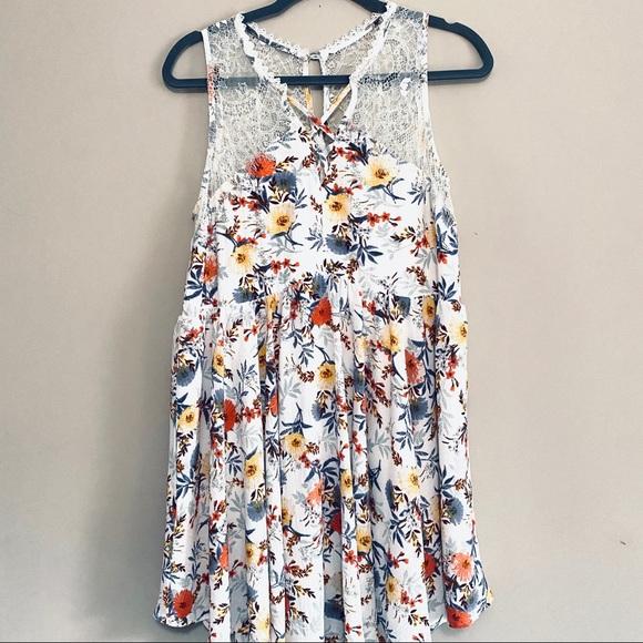 Umgee Dresses & Skirts - Umgee flower and lace dress